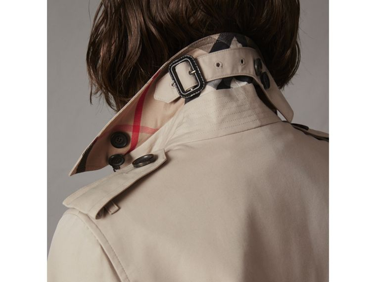 The Kensington – Trench Heritage mi-long (Stone) - Femme | Burberry - cell image 4