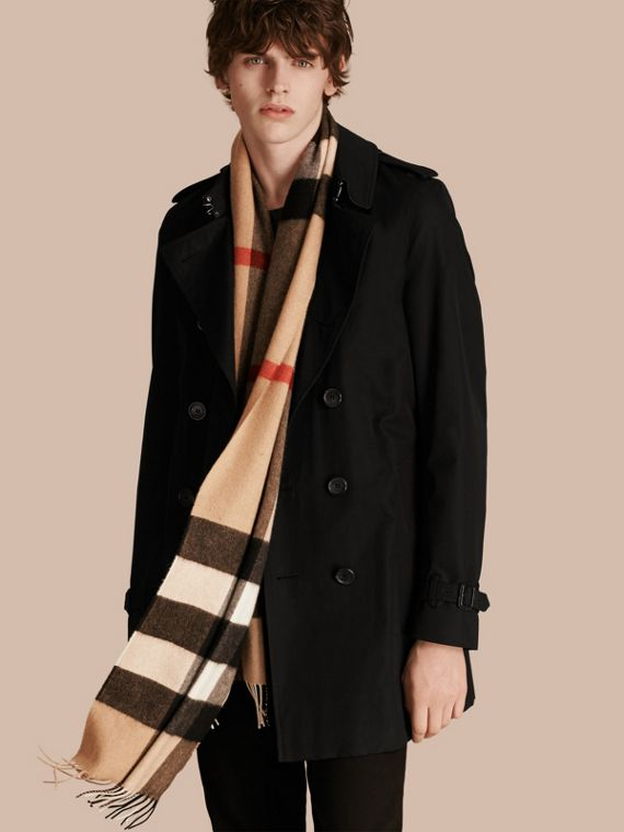 The Large Classic Cashmere Scarf in Check in Camel - cell image 3