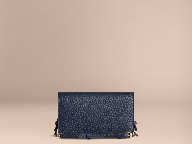 Blue carbon Small signature Grain Leather Clutch Bag with Chain - cell image 4