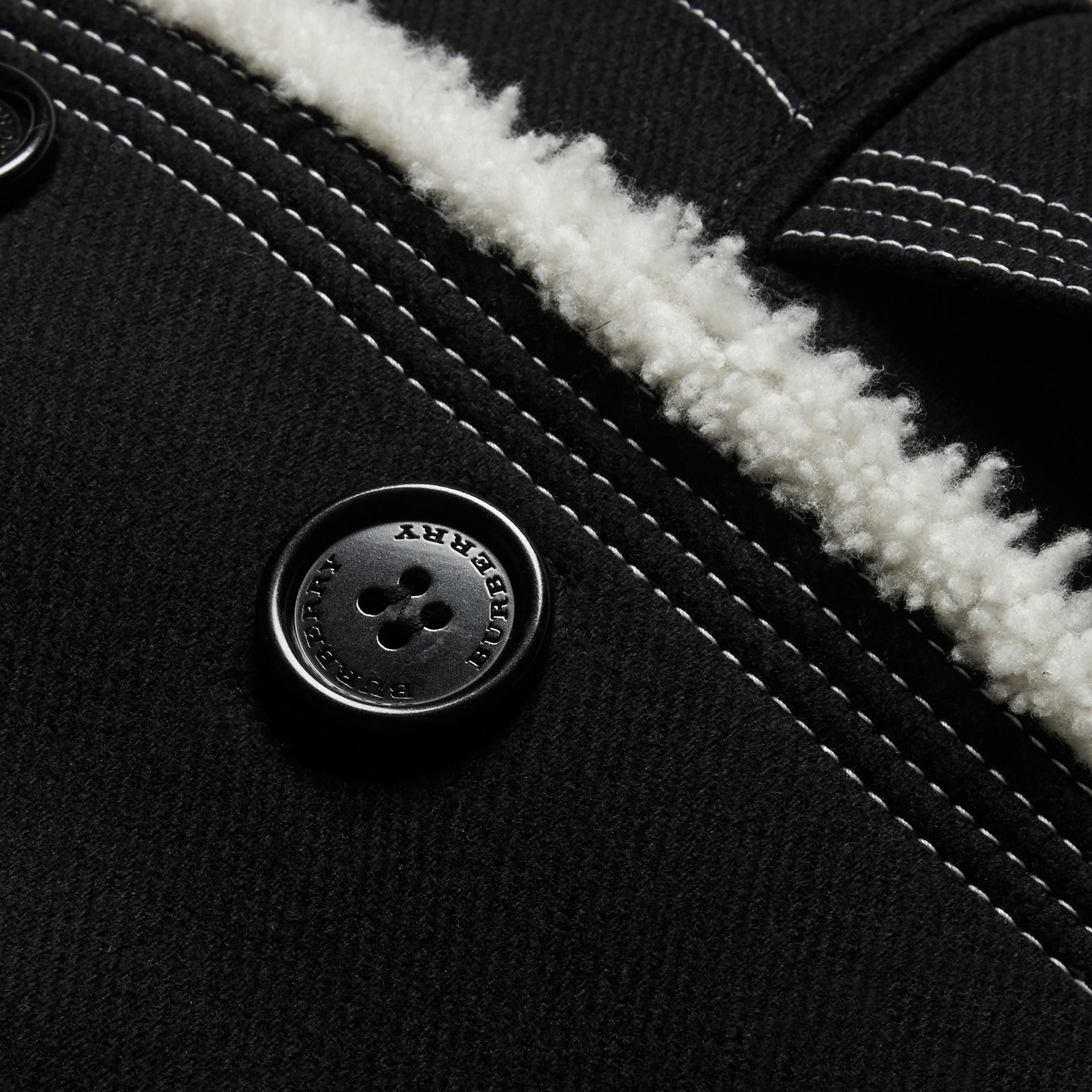 Nero Pea coat in misto lana e cashmere con finiture in shearling - immagine della galleria 2