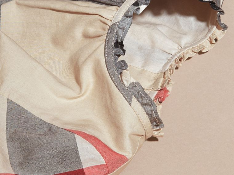 New classic check Vestido de algodão com estampa xadrez e detalhe franzido New Classic Check - cell image 1