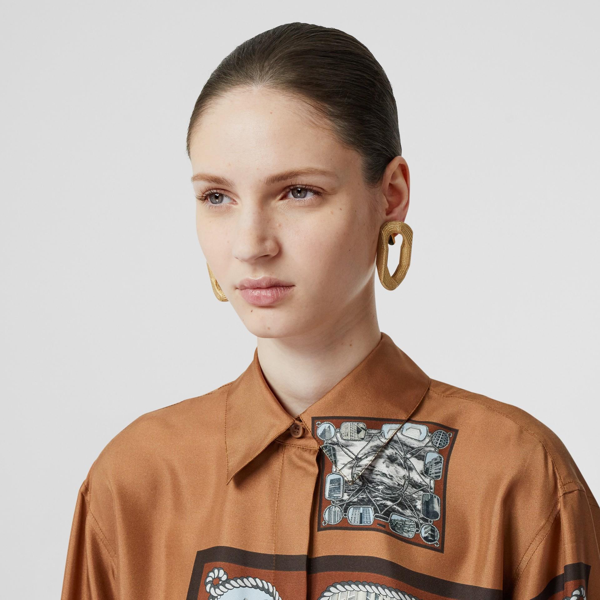Camisa oversize de sarja de seda com estampa de aparelho náutico (Marrom Castanho Escuro) - Mulheres   Burberry - galeria de imagens 1