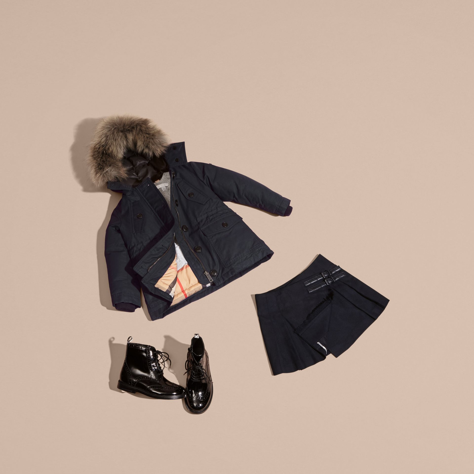 Cappotto impermeabile con cappuccio dotato di finitura amovibile in procione - immagine della galleria 5