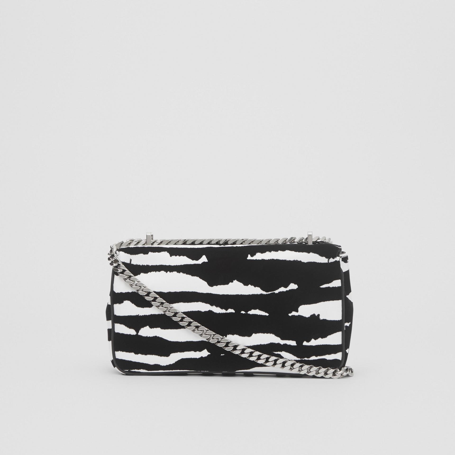 Borsa Lola piccola in pelle floccata con motivo acquerello (Bianco/nero) - Donna | Burberry - immagine della galleria 7