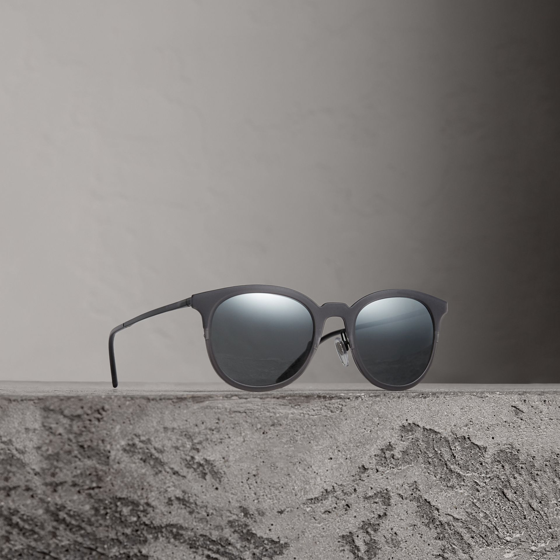 Round Frame Sunglasses in Grey - Men | Burberry Canada - gallery image 0