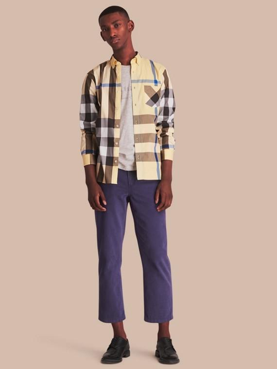 Camisa a cuadros en mezcla de algodón elástico con cuello abotonado (Amarillo Pálido)