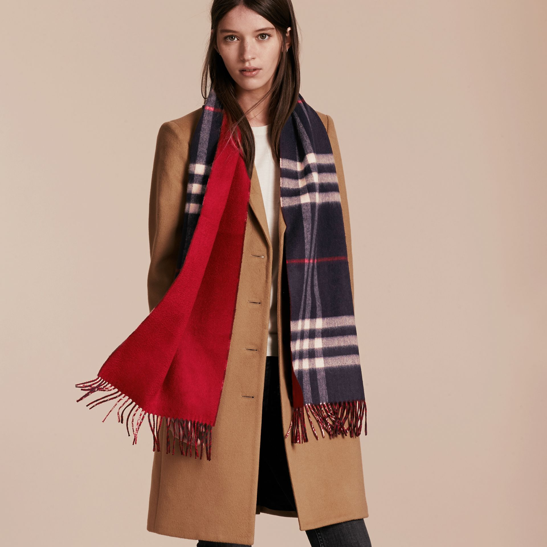 Reversible Check Cashmere and Block-colour Scarf in Navy - gallery image 3