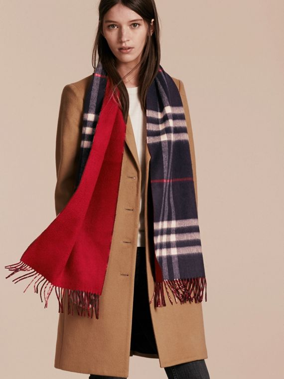 Reversible Check Cashmere and Block-colour Scarf in Navy - cell image 2
