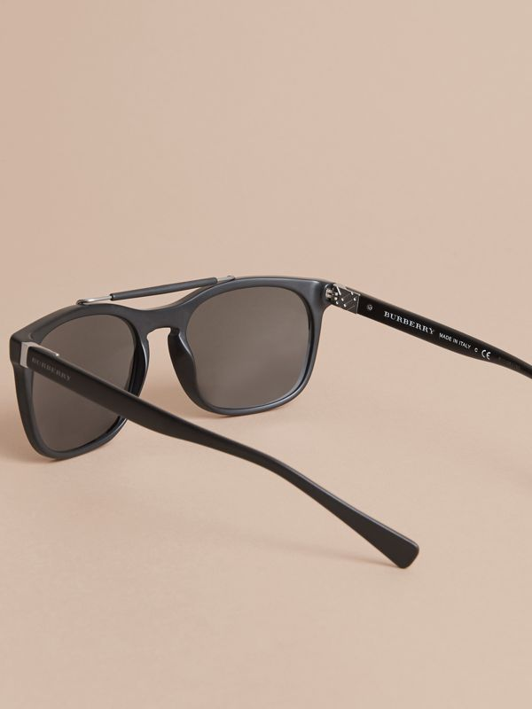 Top Bar Square Frame Sunglasses in Black | Burberry Singapore - cell image 3