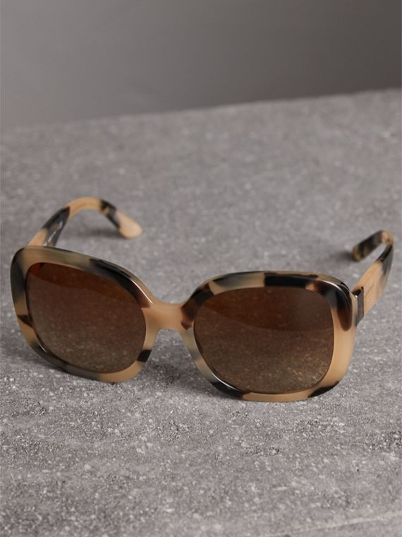 Square Frame Sunglasses in Honey - Women | Burberry Hong Kong - cell image 2