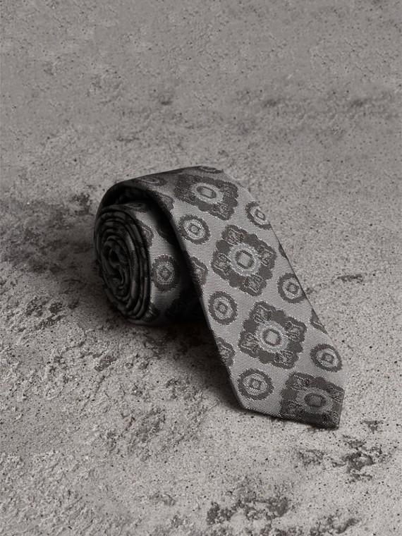 Cravatta dal taglio sottile in jacquard di seta con motivo floreale a mosaico (Grigio Pallido)