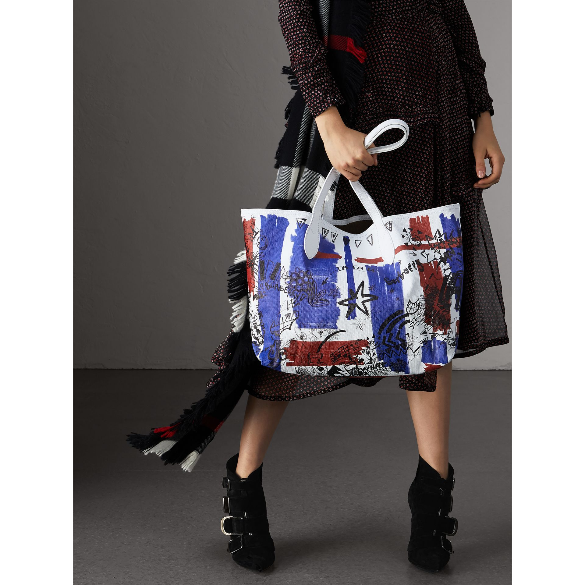 The Medium Reversible Doodle Tote in Classic Check/white | Burberry - gallery image 3