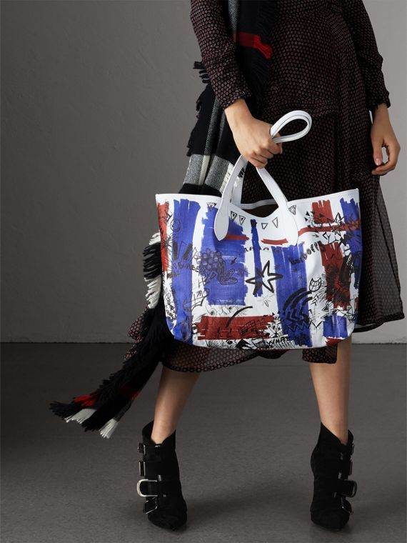The Medium Reversible Doodle Tote in Classic Check/white | Burberry - cell image 2