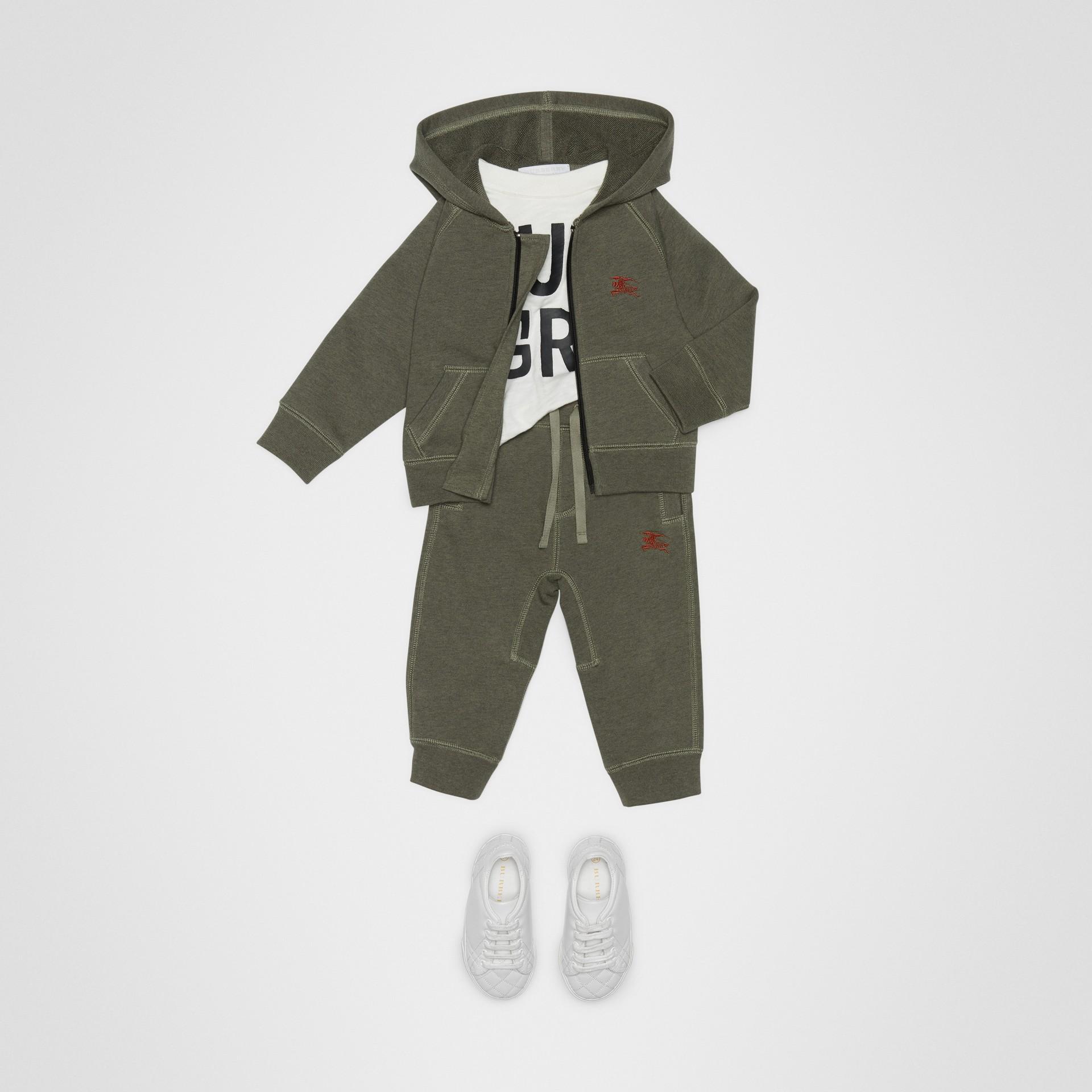 徽標繡飾棉質運動褲 (混合橄欖色) - 童款 | Burberry - 圖庫照片 2