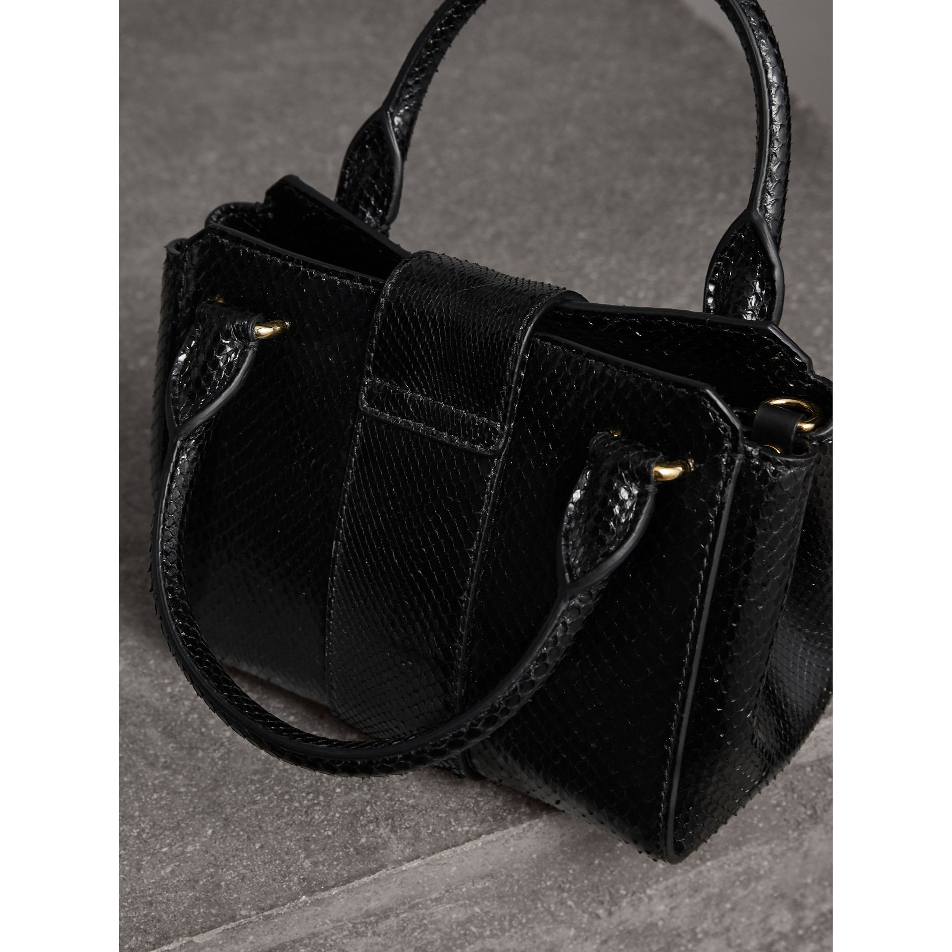 The Small Buckle Tote aus Pythonleder (Schwarz) - Damen | Burberry - Galerie-Bild 4