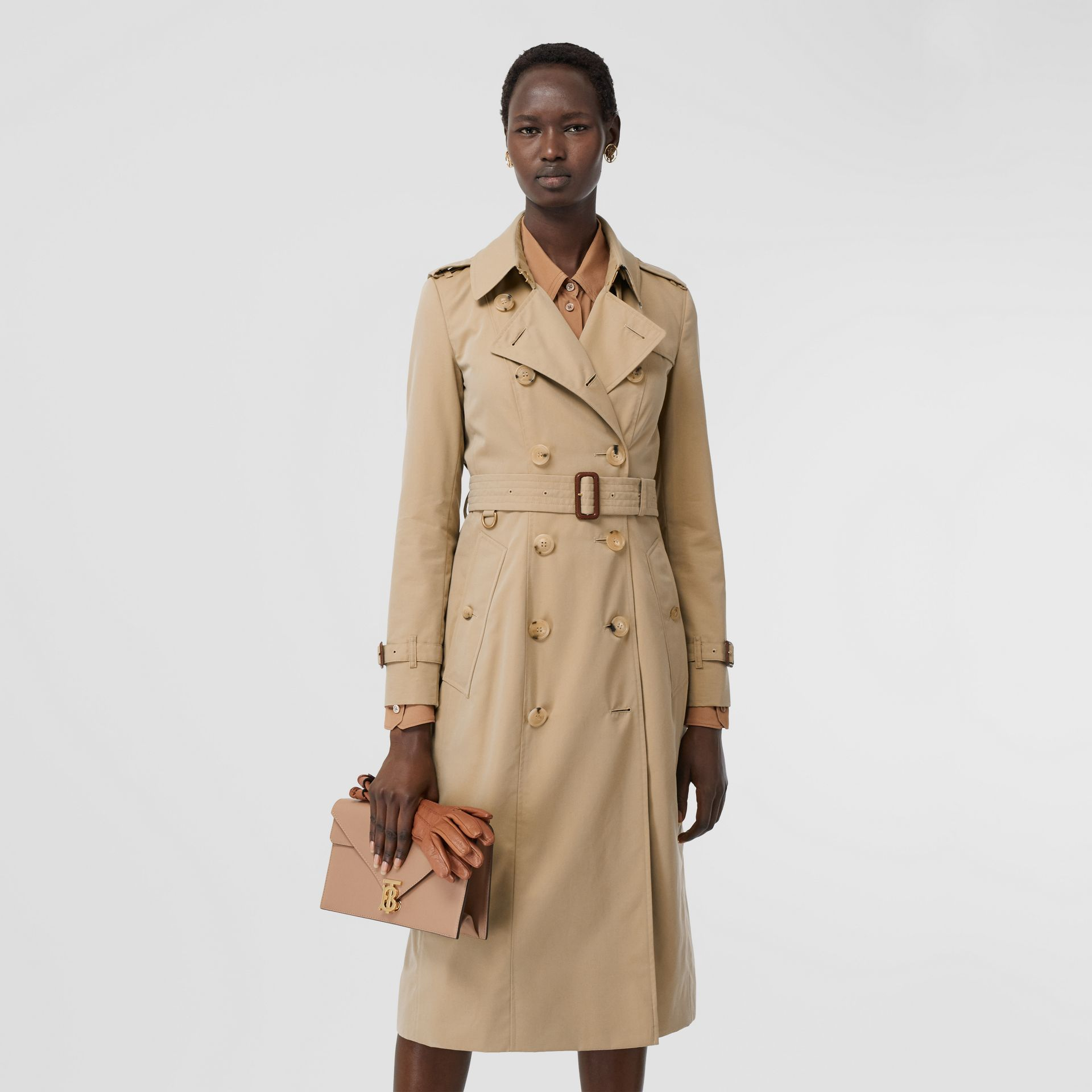 The Long Chelsea Heritage Trench Coat in Honey | Burberry - gallery image 7