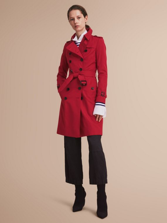 The Chelsea – Long Heritage Trench Coat in Parade Red