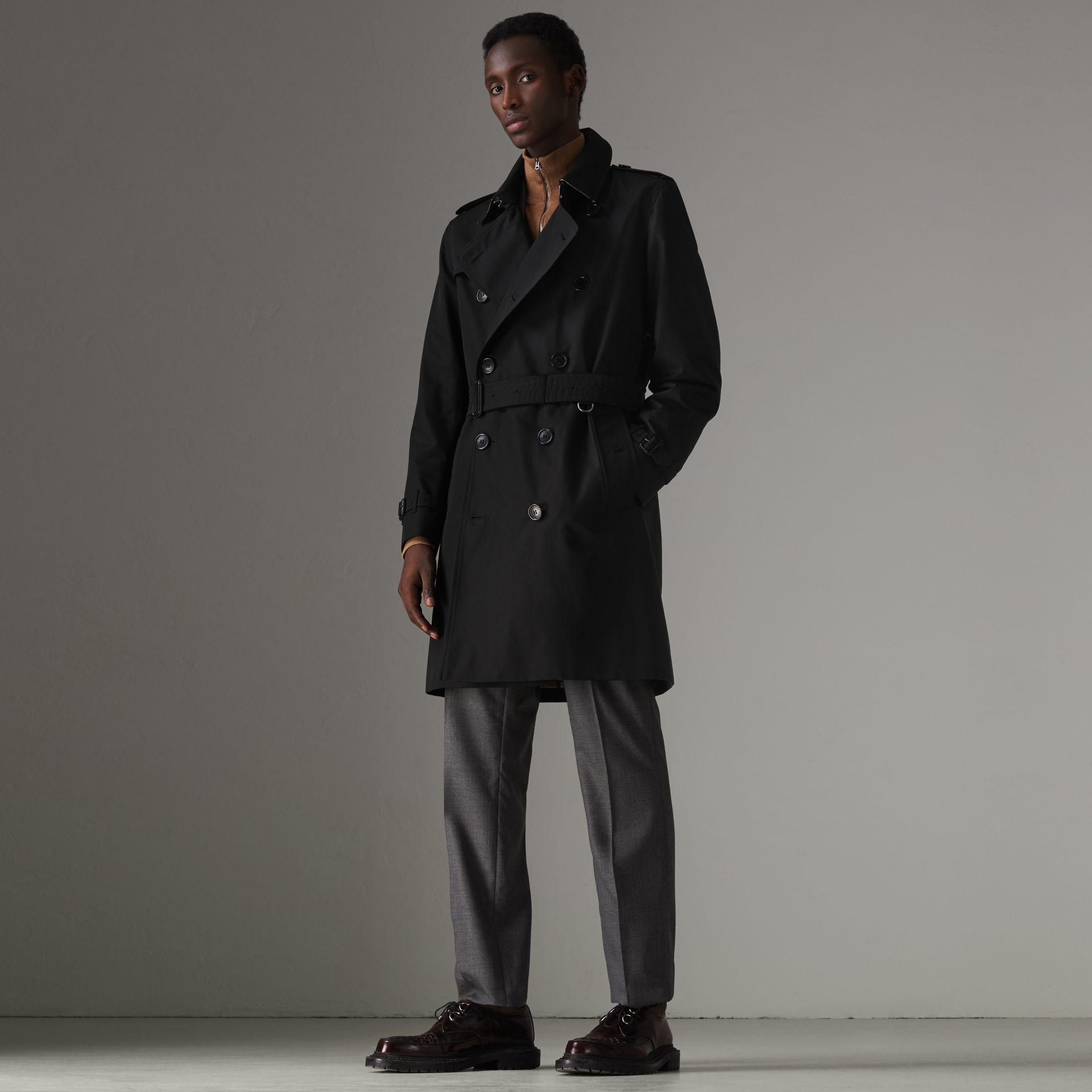 The Kensington Heritage Trench Coat in Black - Men | Burberry - gallery image 0