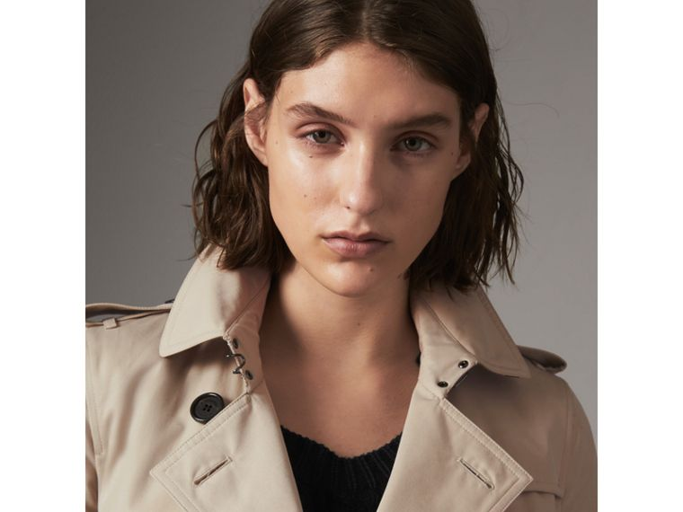 The Kensington – Short Heritage Trench Coat in Stone - Women | Burberry - cell image 1