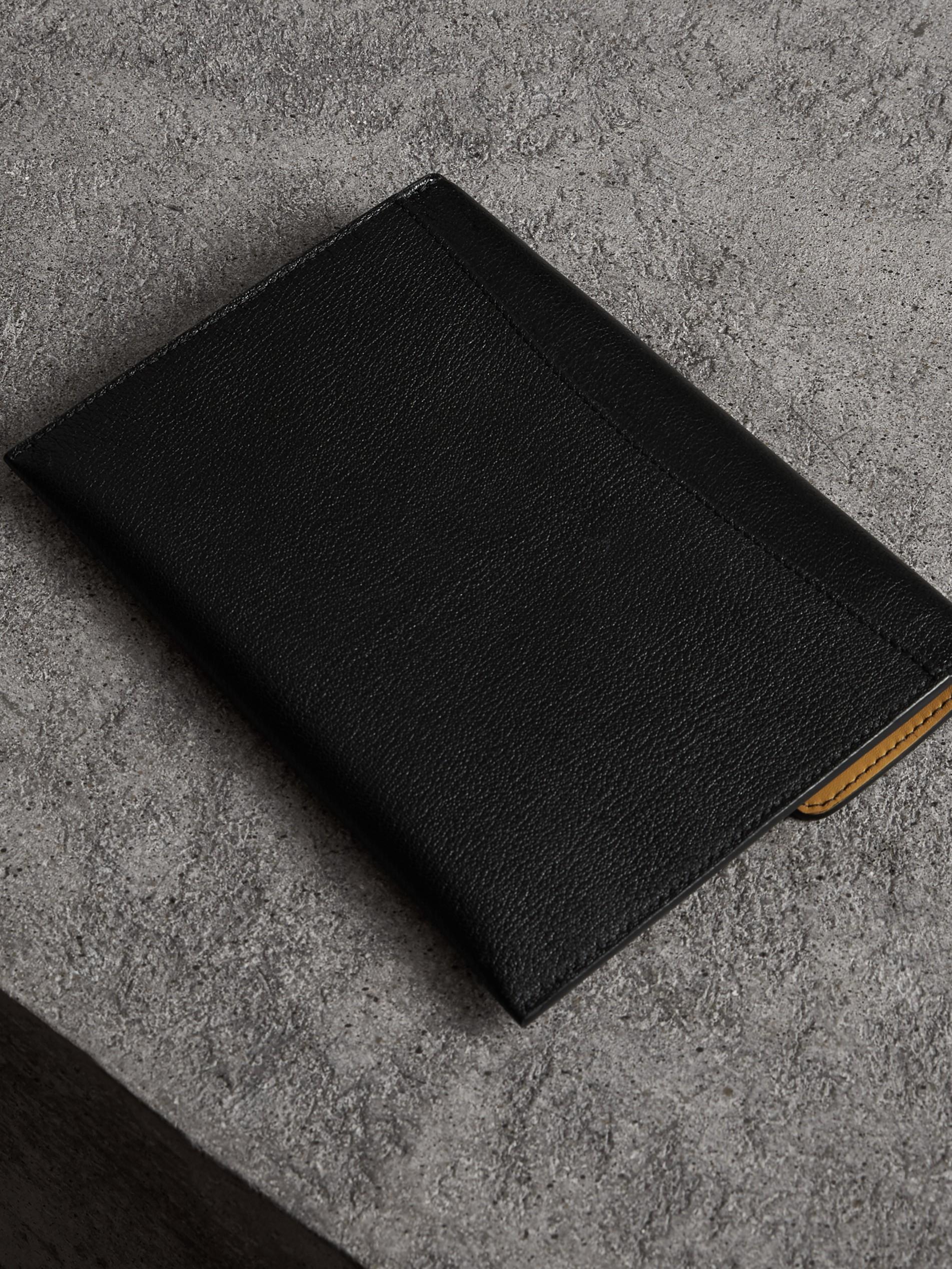 男士黄色牛仔裤_D 型环皮革收纳袋(含拉链零钱夹) (黑色 / 黄色) - 女士 | Burberry ...