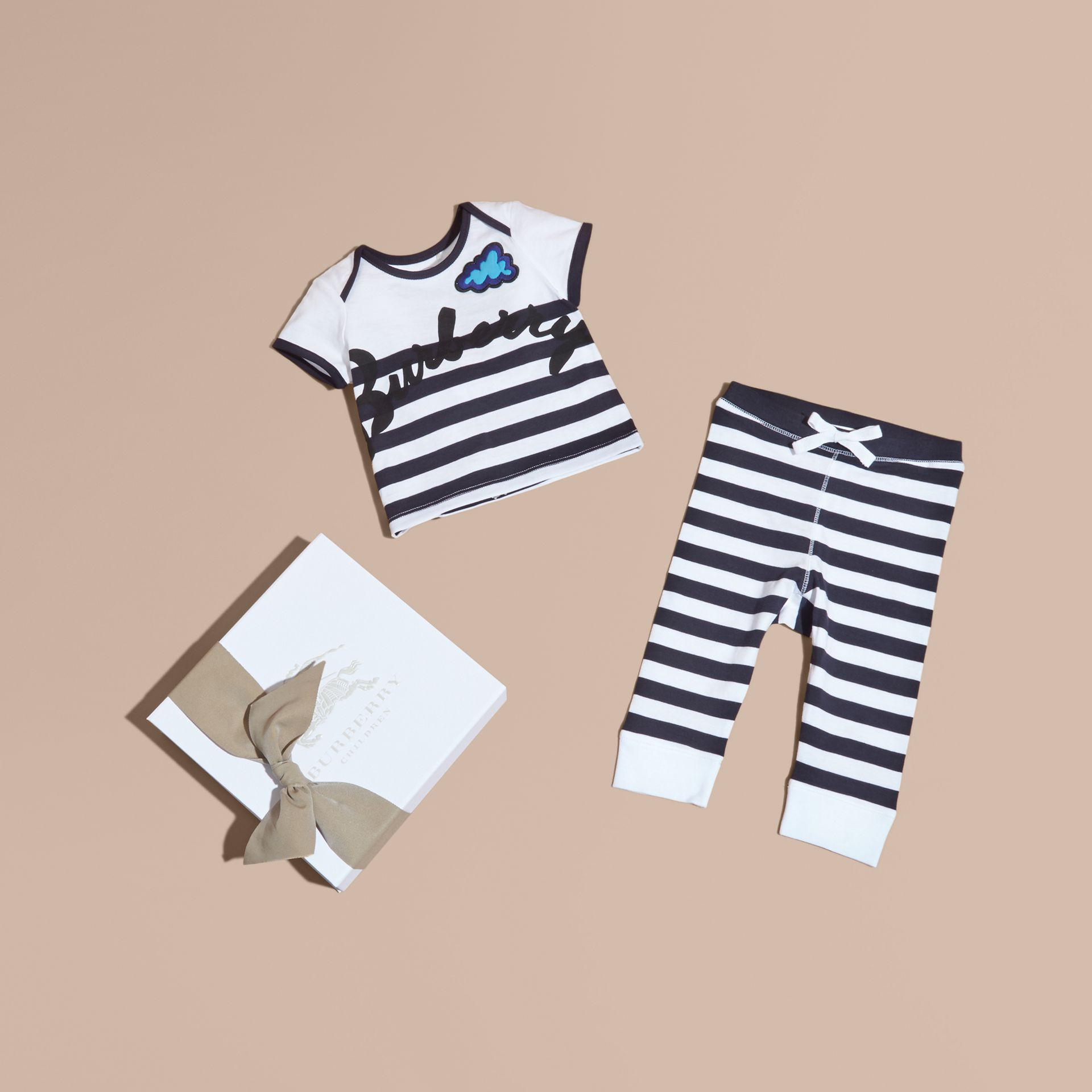 Striped Cotton Two-piece Baby Gift Set with Appliqué Navy - gallery image 1
