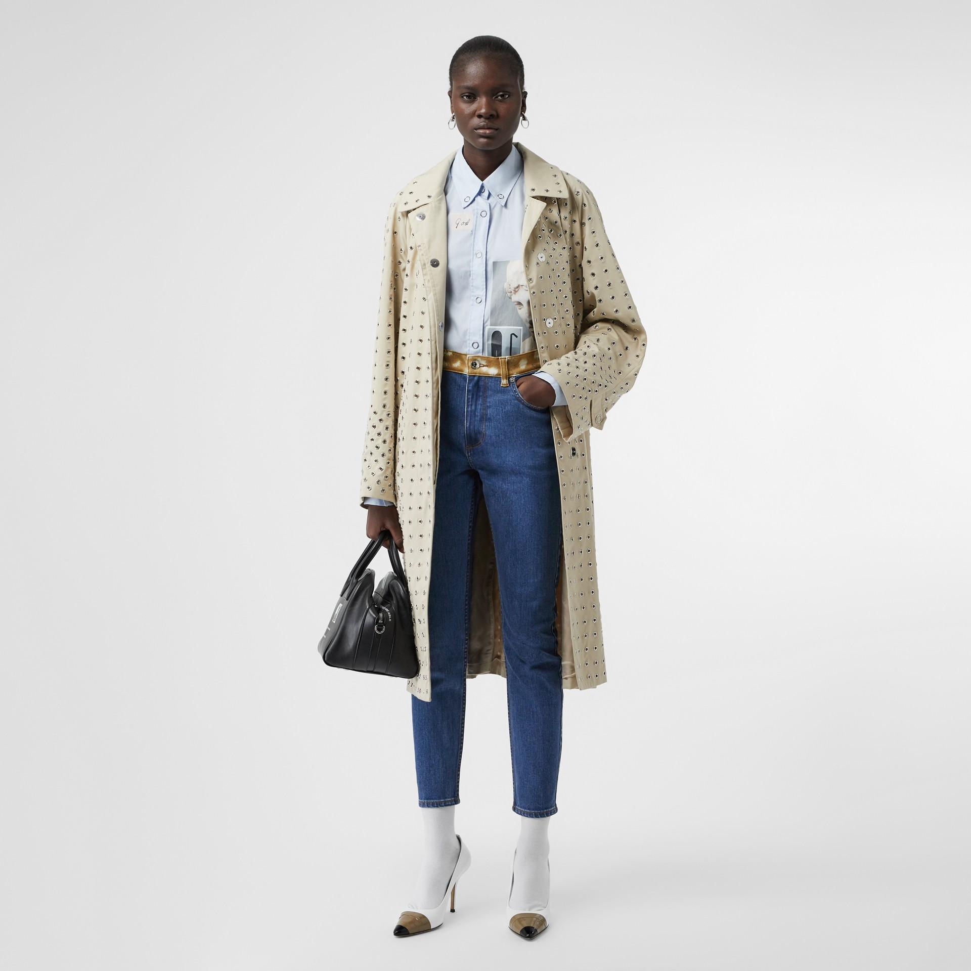 緊身剪裁鹿斑點印花裝飾日本丹寧牛仔褲 (中藍色) - 女款 | Burberry - 圖庫照片 0