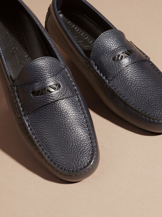 Grainy Leather Loafers with Engraved Check Detail Navy - cell image 2
