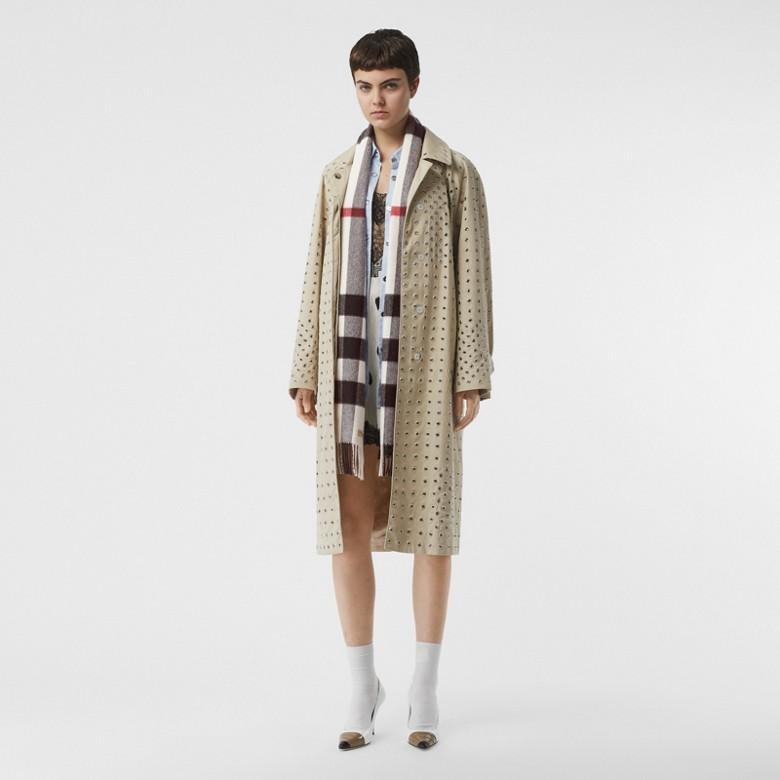 Burberry - Grande écharpe classique en cachemire à motif check - 6
