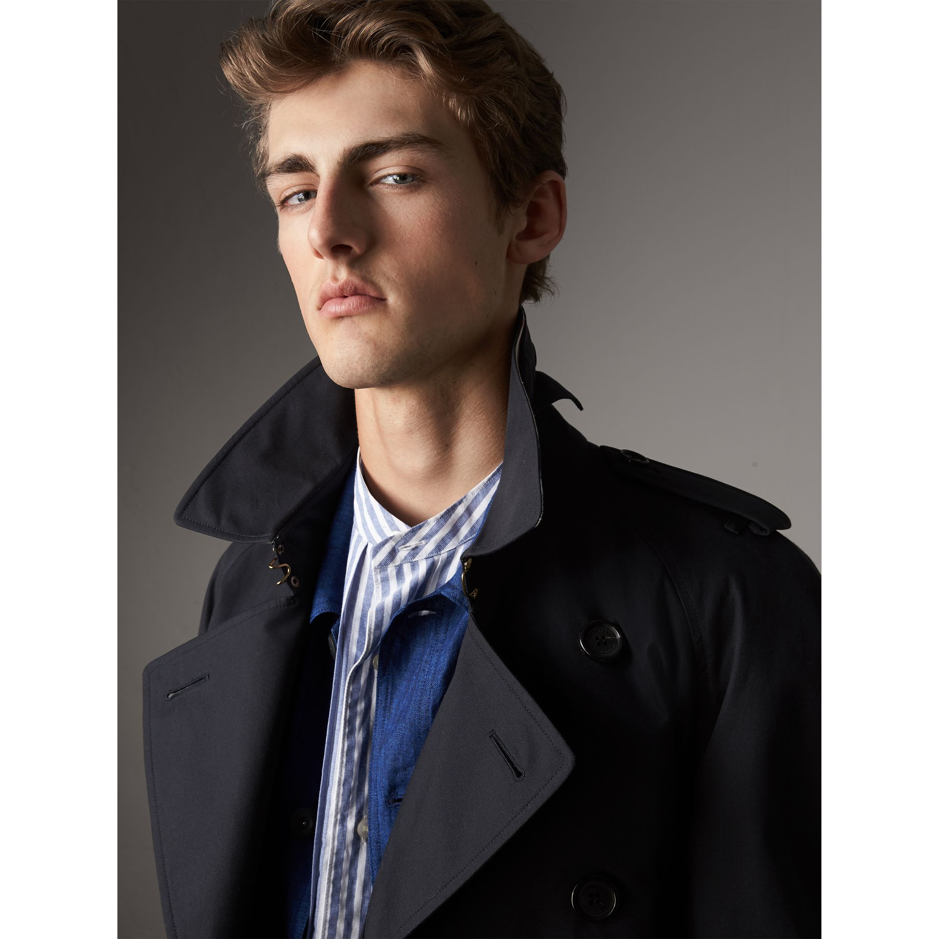 The Westminster – Extra-long Trench Coat in Navy - Men | Burberry Hong Kong - gallery image 6