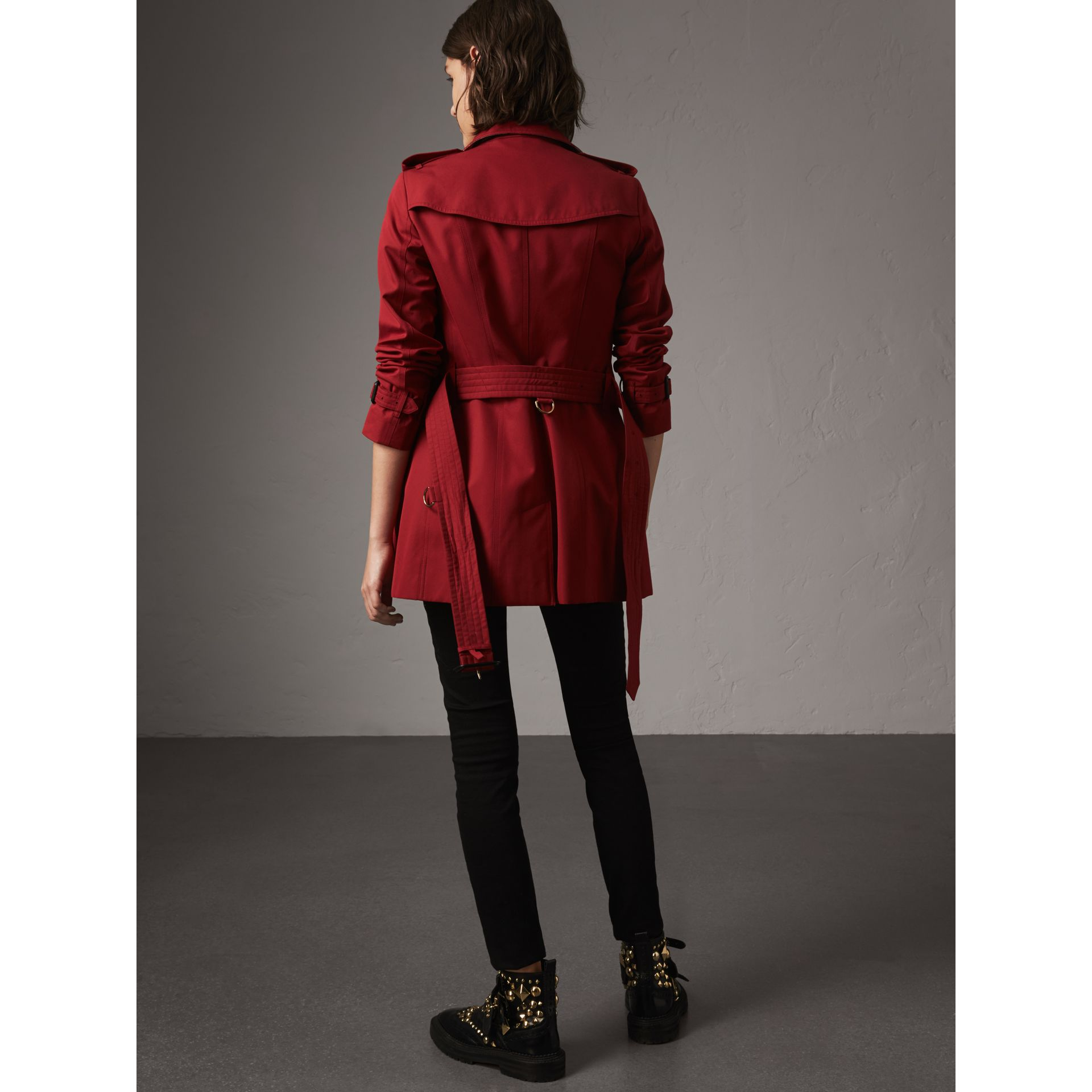 The Sandringham – Short Heritage Trench Coat in Parade Red - Women | Burberry - gallery image 3