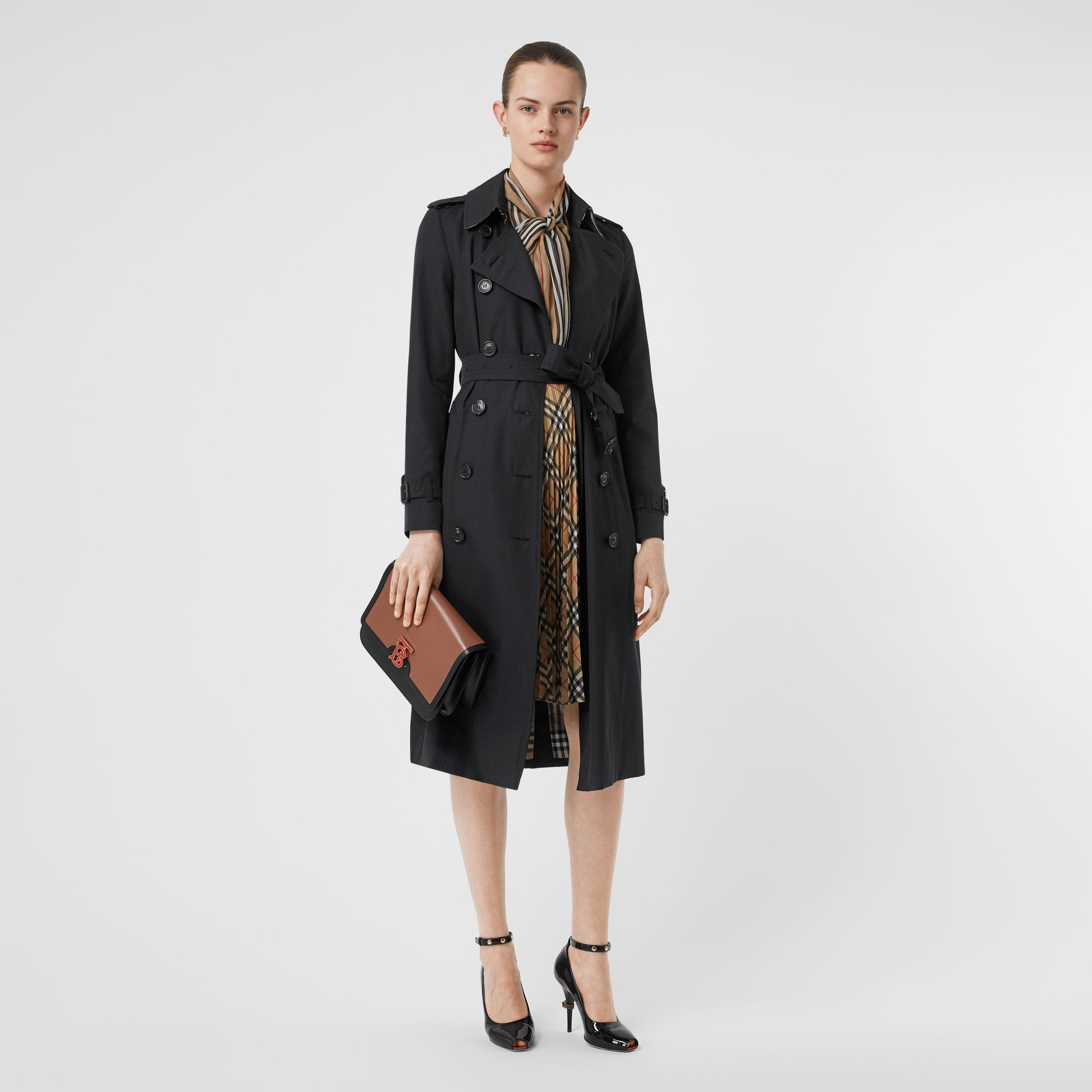 The Long Chelsea Heritage Trench Coat in Midnight - Women | Burberry Singapore - gallery image 0