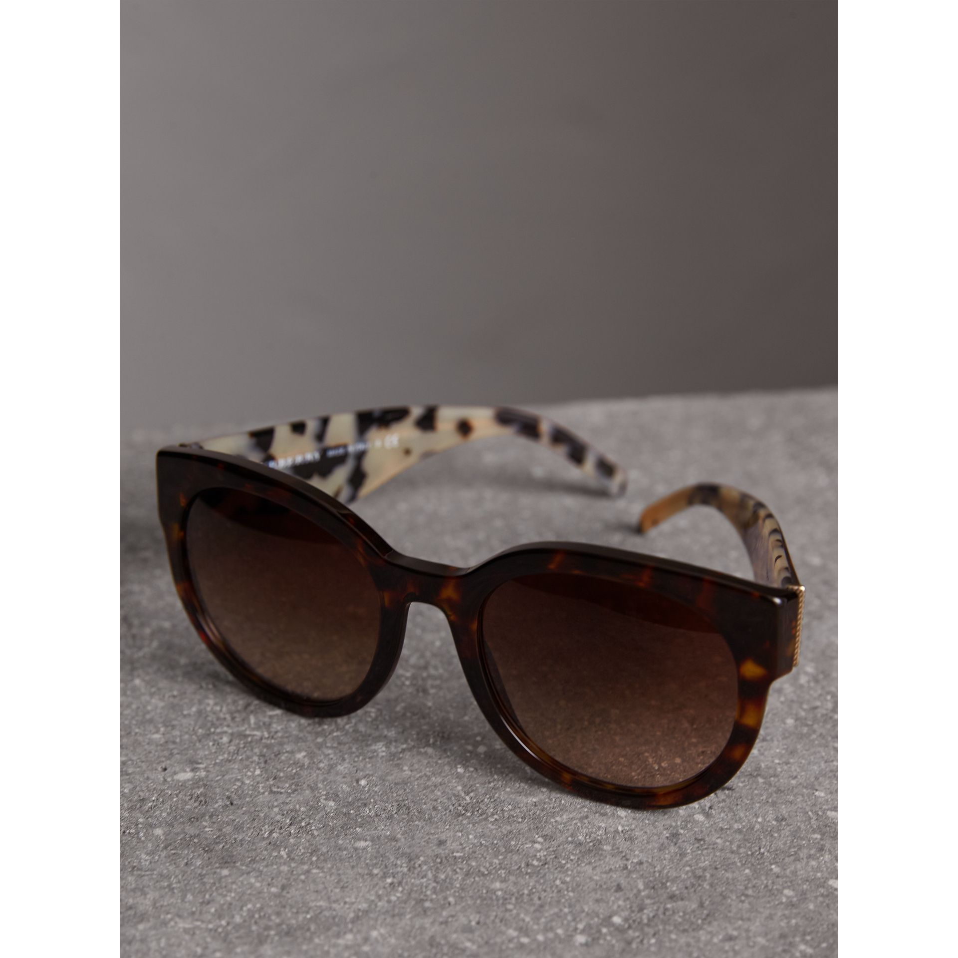 Round Frame Sunglasses in Tortoise Shell - Women | Burberry Canada - gallery image 2