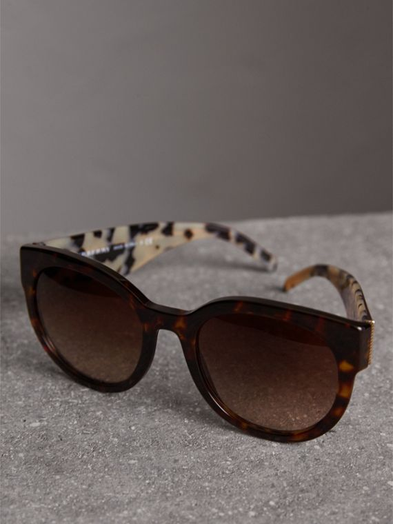 Round Frame Sunglasses in Tortoise Shell - Women | Burberry Canada - cell image 2