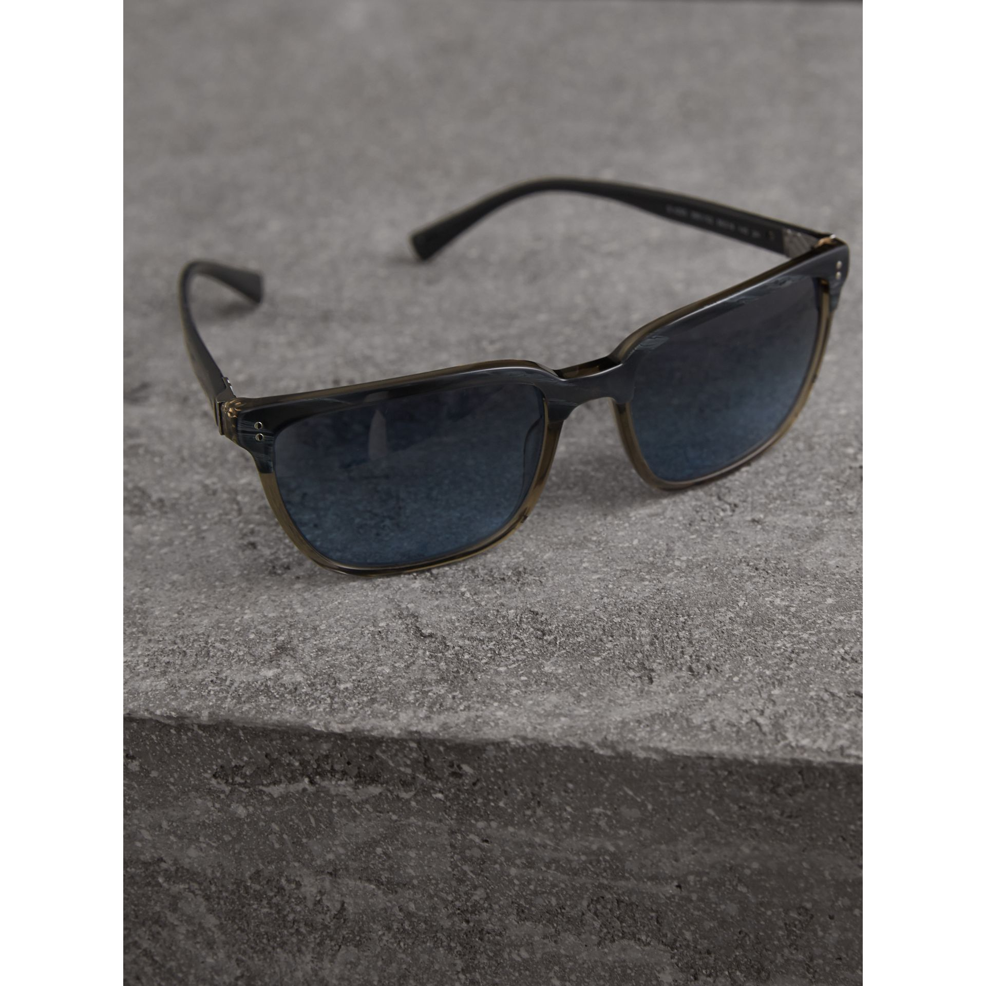Square Frame Sunglasses in Navy - Men | Burberry Singapore - gallery image 2