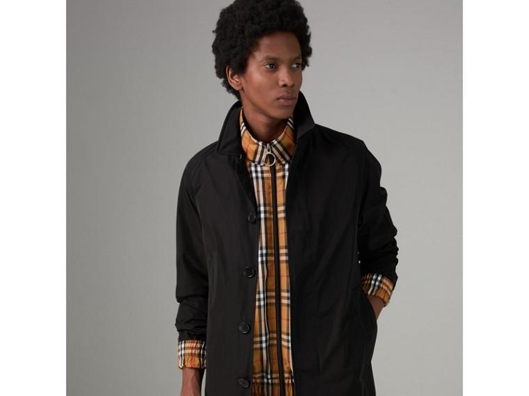 形狀記憶塔夫塔綢中長大衣附保暖內裡 (黑色) - 男款 | Burberry - cell image 4