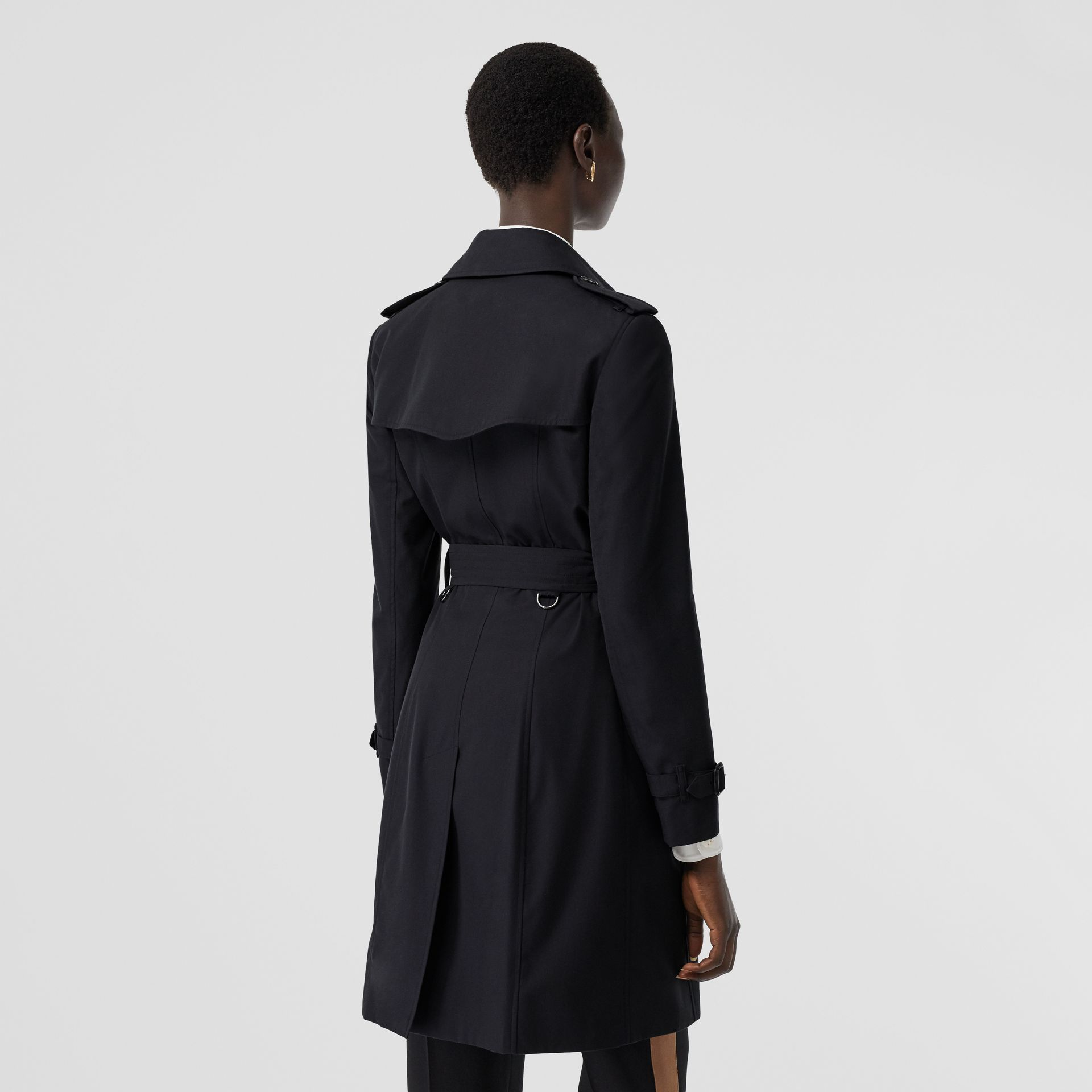 The Mid-length Chelsea Heritage Trench Coat in Midnight - Women | Burberry United States - gallery image 6