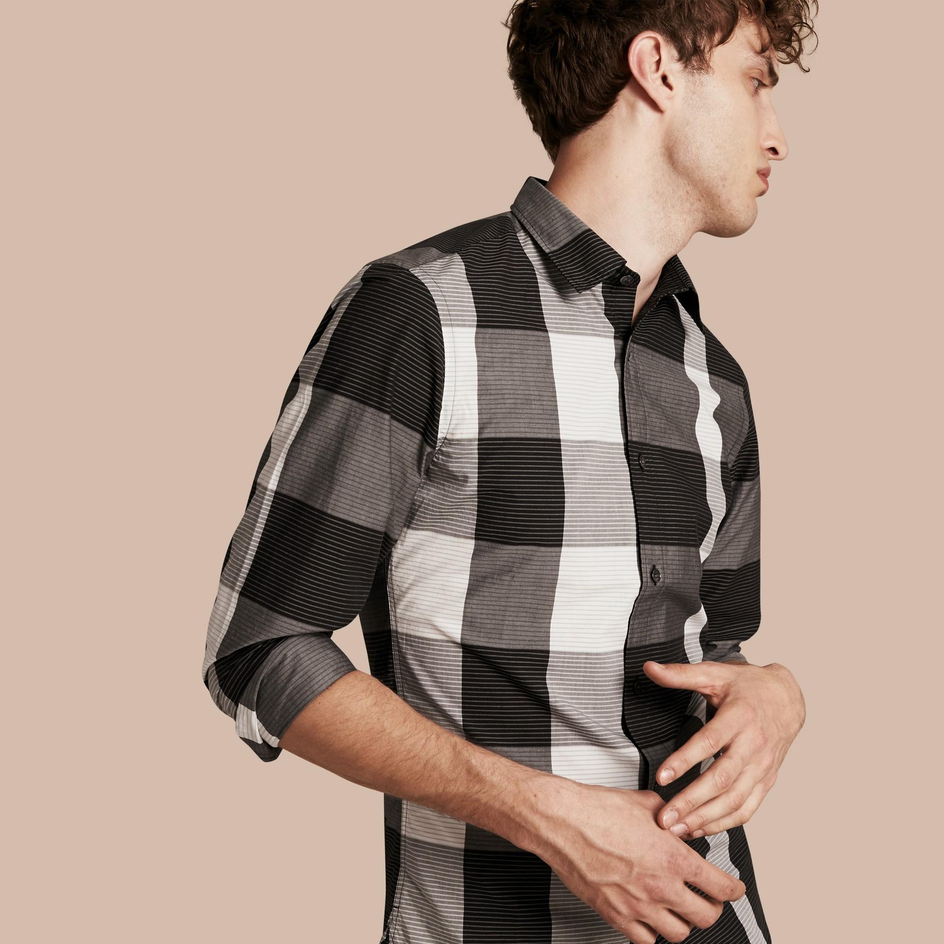 Schwarz Baumwollhemd mit grafischem Check-Muster Schwarz - Galerie-Bild 1