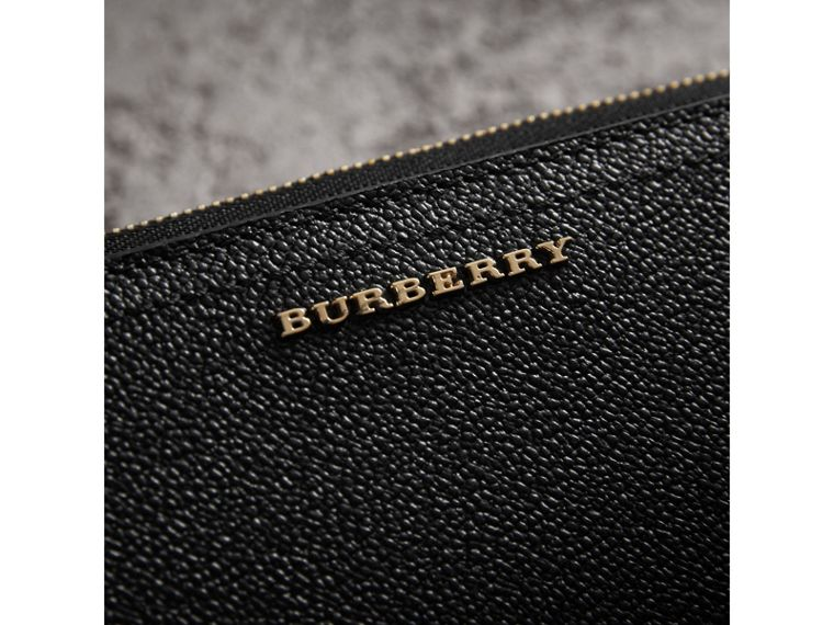 Grainy Leather Ziparound Wallet in Black - Women | Burberry Hong Kong - cell image 1