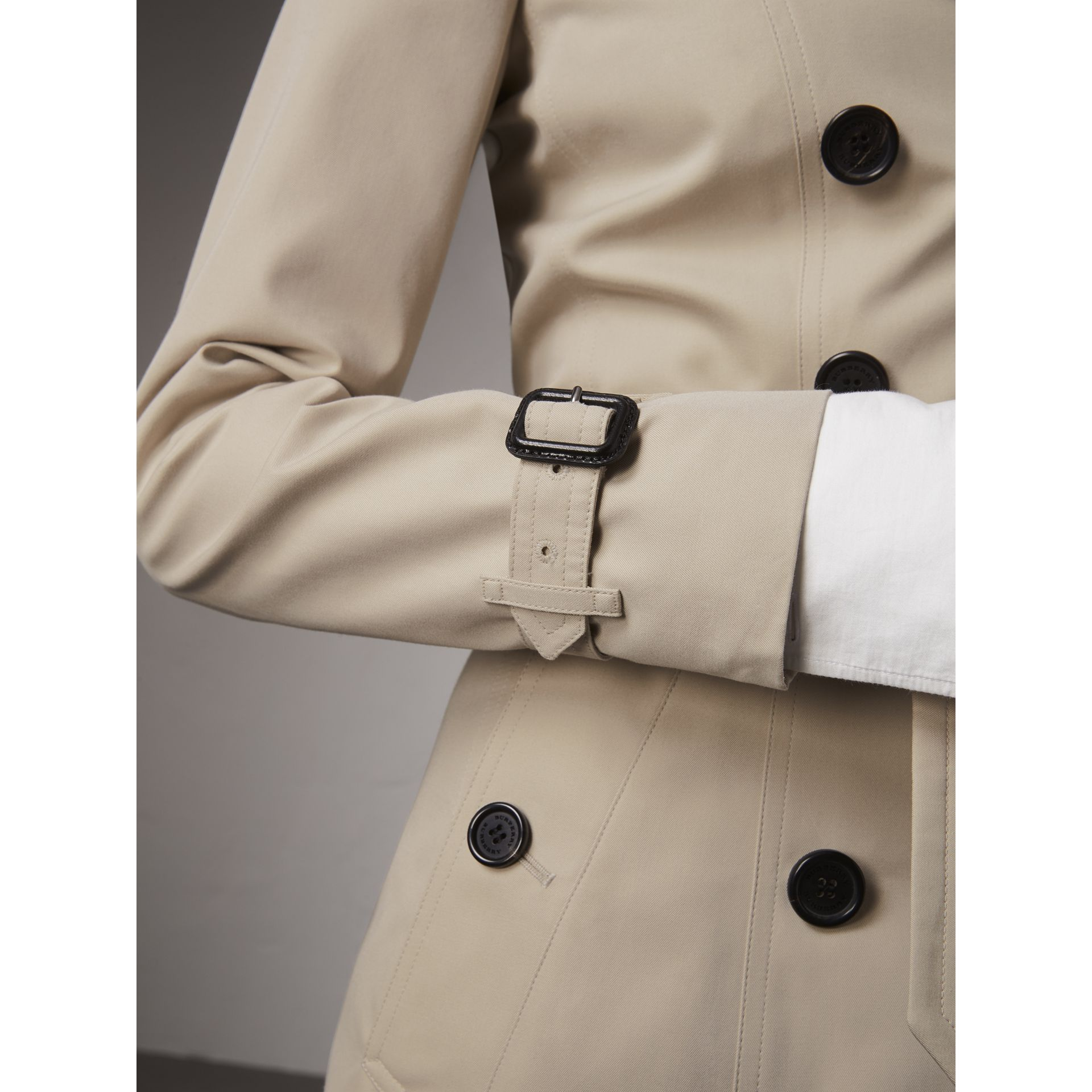 The Chelsea – Long Heritage Trench Coat in Stone - Women | Burberry - gallery image 5
