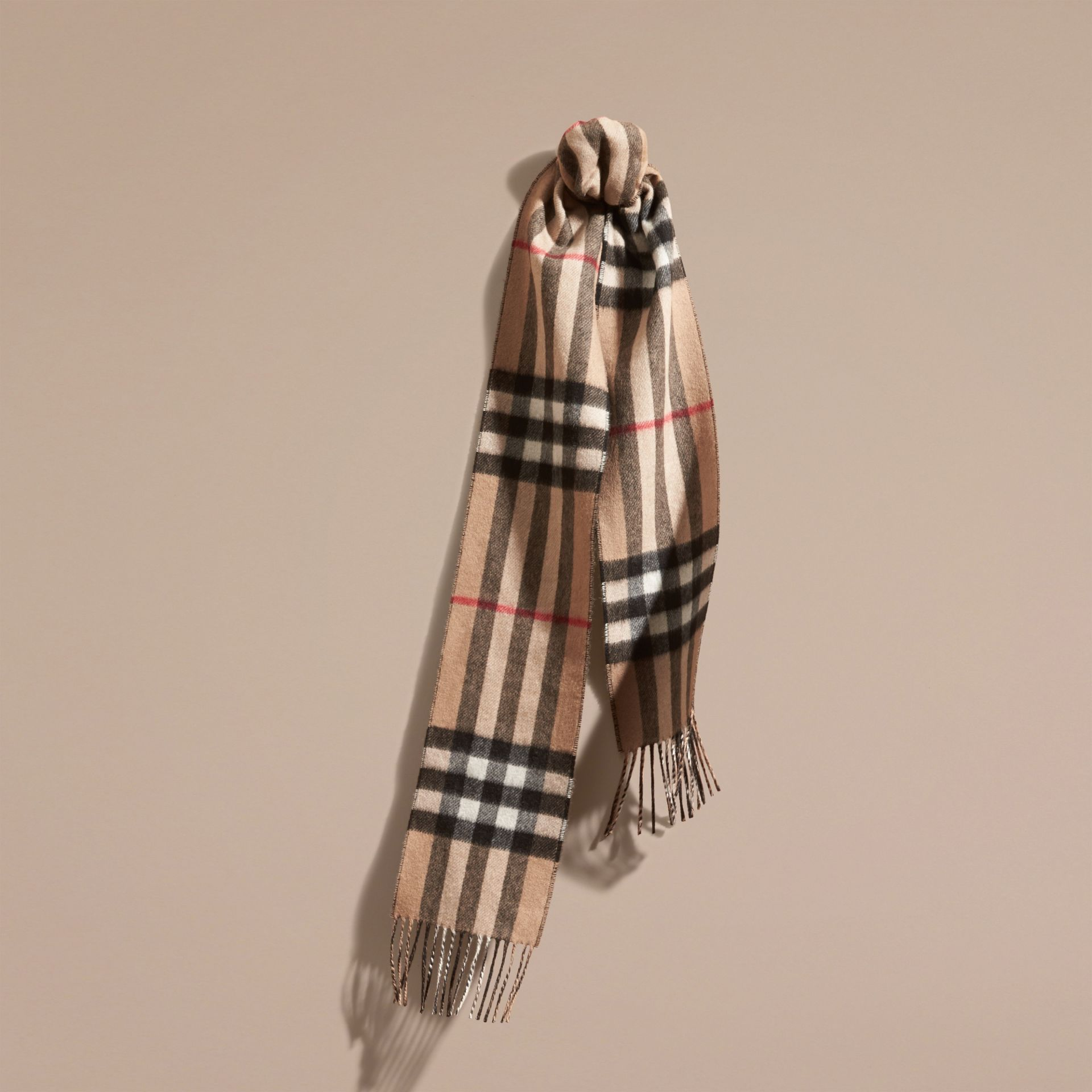 Camel/black The Slim Reversible Cashmere Scarf in Check Camel/black - gallery image 1