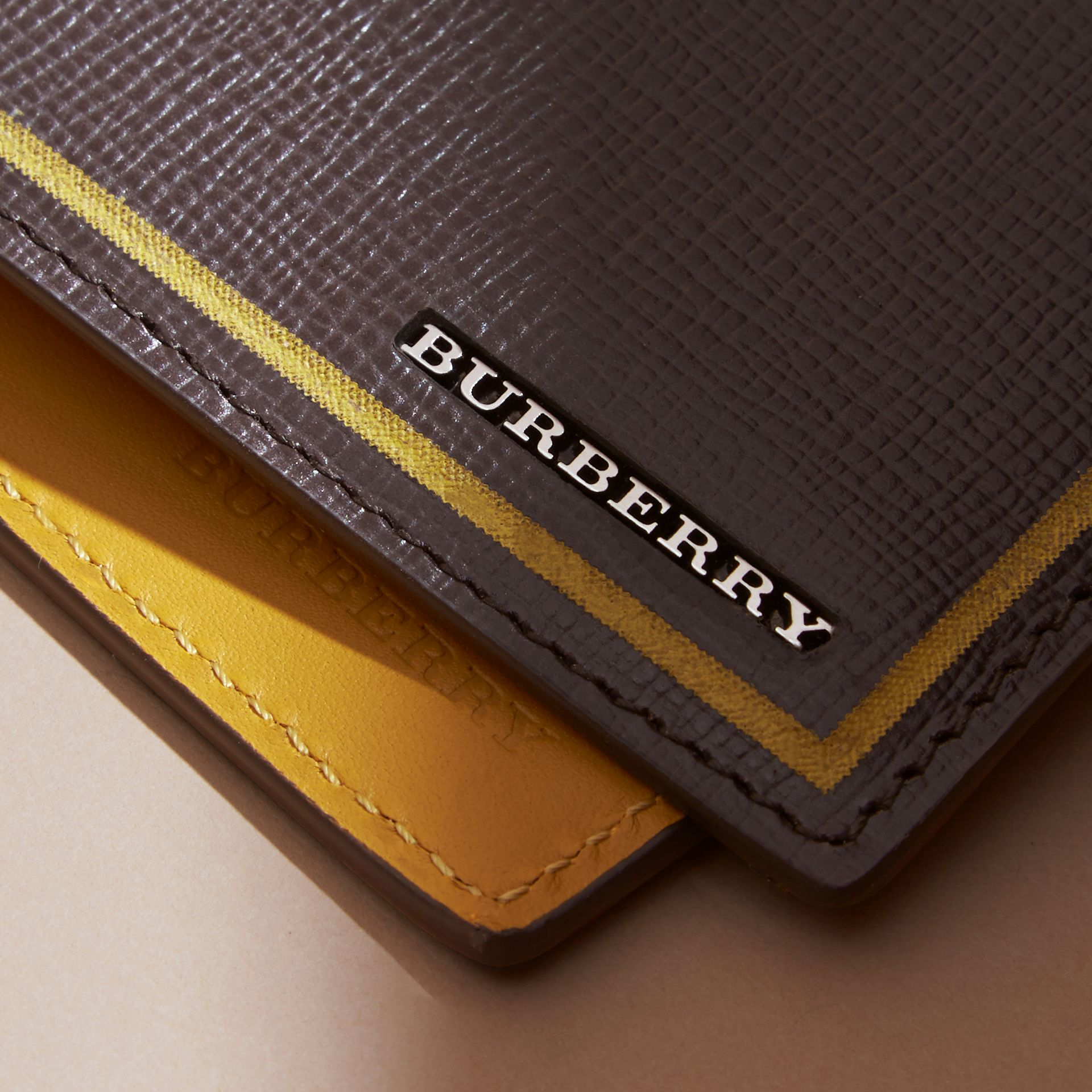 Border Detail London Leather Bifold Wallet in Peppercorn - gallery image 2