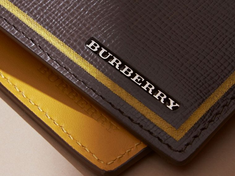 Border Detail London Leather Bifold Wallet in Peppercorn - cell image 1