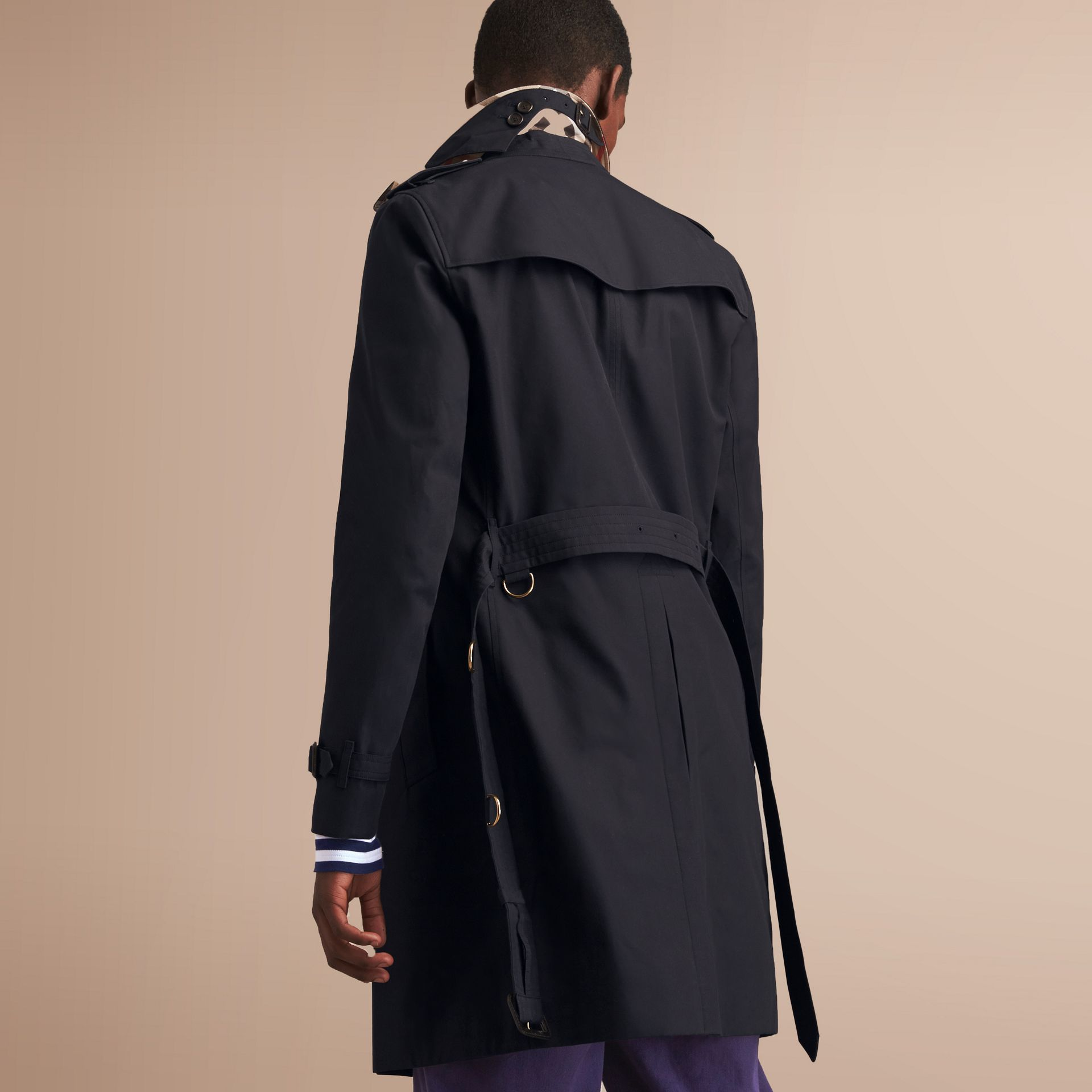 The Chelsea – Long Heritage Trench Coat in Navy - Men | Burberry - gallery image 3