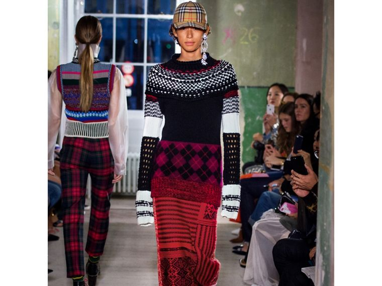 Geometric and Cable Knit Wool Cashmere Skirt in Red/black - Women   Burberry - cell image 4