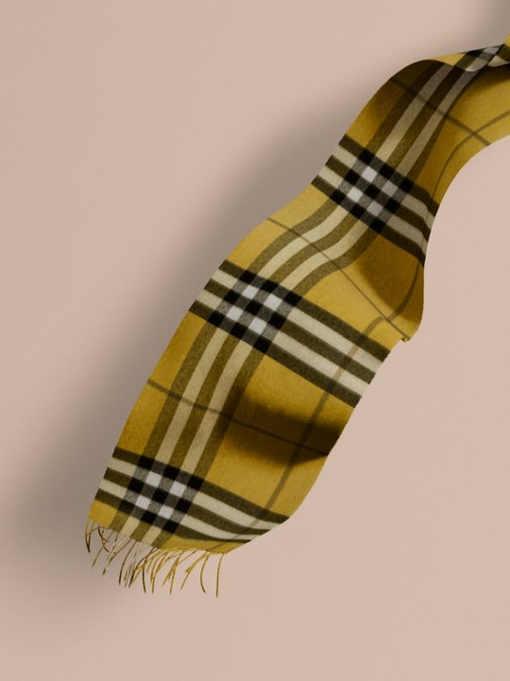 The Classic Cashmere Scarf in Check in Dark Lime