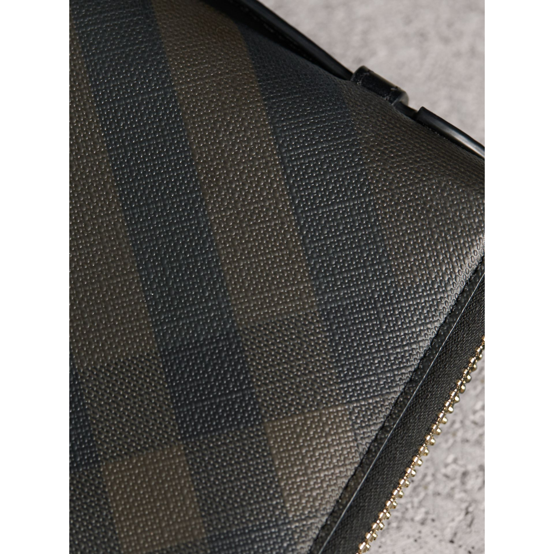 London Check Travel Wallet in Chocolate/black - Men | Burberry - gallery image 2