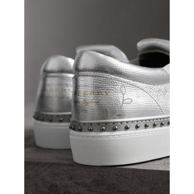 Burberry - Sneakers en cuir métallisé à franges - 2
