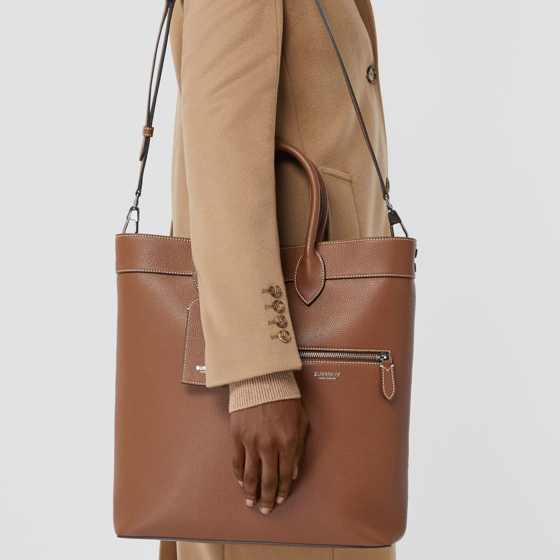 Grainy Leather Tote in Tan | Burberry - gallery image 2