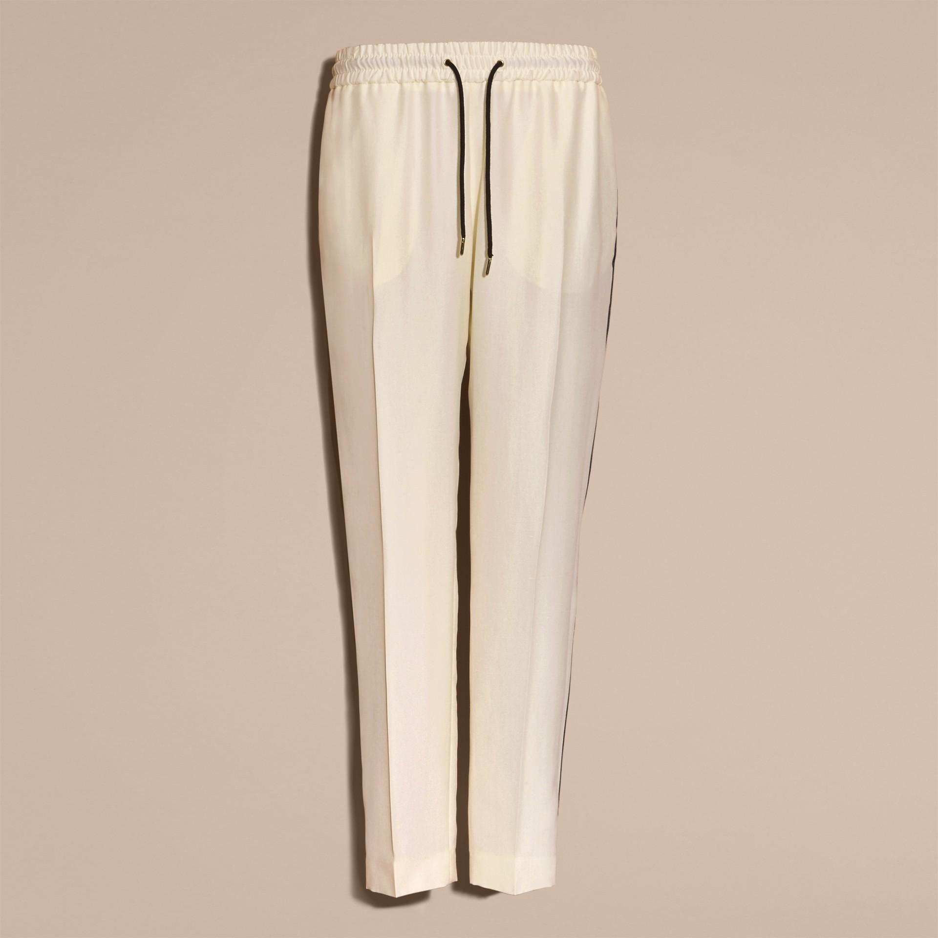 Parchemin Pantalon de survêtement ajusté en soie - photo de la galerie 4