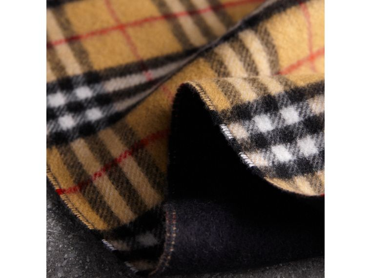 Long Reversible Vintage Check Double-faced Cashmere Scarf in Blue Carbon | Burberry United Kingdom - cell image 4